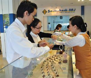 Thời gian này, Sacombank-SBJ liên tục tung ra các chương trình ưu đãi khách hàng như đổi trang sức cũ lấy trang sức mới, giảm giá kim cương…
