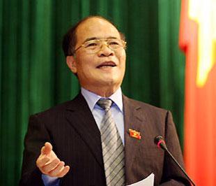 Sau khi các vị bộ trưởng trả lời, Phó thủ tướng thường trực Nguyễn Sinh Hùng sẽ báo cáo, làm rõ thêm một số vấn đề trong chỉ đạo điều hành kinh tế - xã hội thuộc trách nhiệm của Chính phủ và trực tiếp trả lời chất vấn của các vị đại biểu - Ảnh: TT.