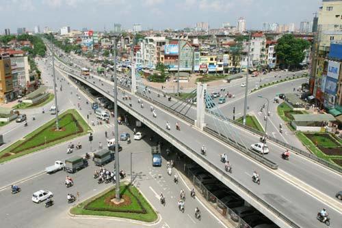 Cầu vượt Ngã tư Sở đã góp phần giải quyết nạn ùn tắc giao thông tại nút này.