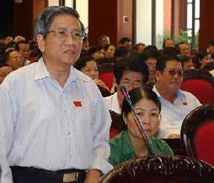 Đại biểu Quốc hội tỉnh Lạng Sơn Nguyễn Minh Thuyết phát biểu ý kiến - Ảnh: TTXVN.