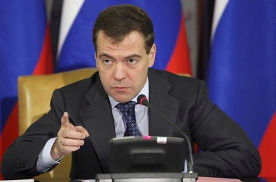 Tổng thống Nga Medvedev nhấn mạnh hiện đại hóa nền kinh tế là nhiệm vụ quan trọng nhất hiện nay - Ảnh: Reuters.