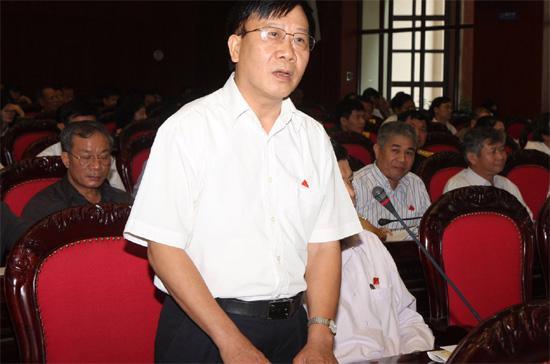 """Đại biểu Nguyễn Văn Thuận: """"Tôi suy nghĩ mãi vì sao đất nước chúng ta trong nhiều chục năm nay đang có rất nhiều vấn đề, nhưng chưa khi nào Chính phủ trình ra Quốc hội những dự án vấn đề kinh tế dường như suy nghĩ hôm nay, ngày hôm sau đã đưa ra quyết định ở Quốc hội""""."""