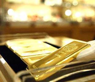 Giới phân tích cho rằng, trong ngắn hạn, sự điều chỉnh hiện nay của giá vàng sẽ còn tiếp diễn - Ảnh: Bloomberg.