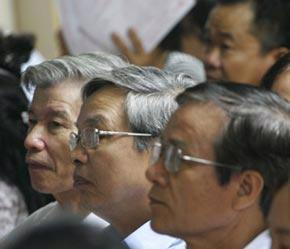 Việc thị trường chứng khoán ra đời đã tạo nên một kênh huy động vốn trực tiếp, thu hút nguồn vốn trong dân cư và công chúng đầu tư về cho doanh nghiệp - Ảnh: Việt Tuấn.