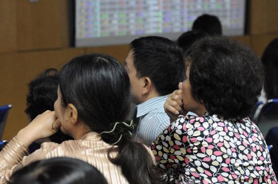 Thuế thu nhập từ đầu tư chứng khoán được giảm 50%, thời gian thực hiện được xác định từ 1/8/2011 đến hết ngày 31/12/2012.