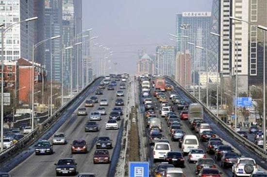 Cuối năm 2008, đã có tới 51 triệu người Trung Quốc sở hữu ôtô, từ mức 1 triệu người vào năm 1977 - Ảnh: AP.