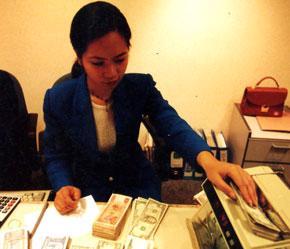Thuế đối với dịch vụ tài chính cũng sẽ được thảo luận tại diễn đàn lần này - Ảnh: Việt Tuấn.