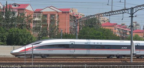 Tàu Fuxing giảm thời gian di chuyển từ Bắc Kinh đi Thượng Hải từ 5 tiếng xuống còn 3,5 tiếng - Ảnh: Getty Images.<br>