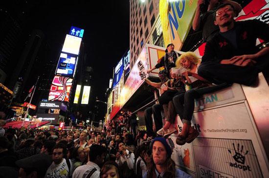 """Người biểu tình tham dự phong trào """"Chiếm Phố Wall"""" tại thành phố New York, Mỹ hôm 15/10 - Ảnh: Getty."""