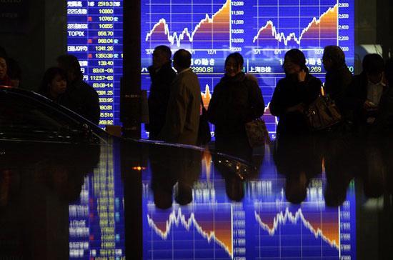 Chứng khoán châu Á đổ dốc mạnh trong phiên sáng nay, do tác động của thị trường Mỹ phiên liền trước.