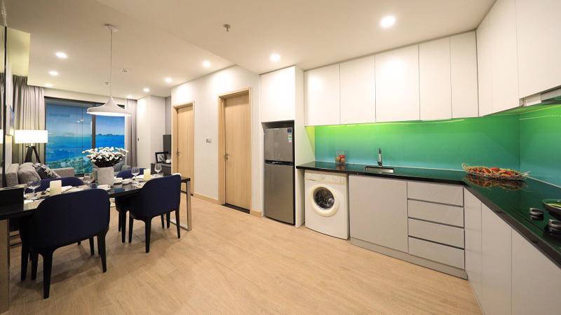 Citadines Marina Halong bao gồm 637 căn hộ dịch vụ khách sạn (Condotel) và 176 căn hộ cao cấp (chung cư) với 100% căn có tầm nhìn ra vịnh.