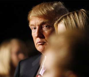 Năm nay 62 tuổi, tỷ phú Trump là một nhà kinh doanh bất động sản nổi tiếng của Mỹ. Năm 2008, ông được xếp ở vị trí thứ 368 trong danh sách những người giàu nhất thế giới do tạp chí Forbes thực hiện, với tài sản hơn 3 tỷ USD. Ông nắm giữ 28% cổ phần của Trump Entertainment - Ảnh: Reuters.