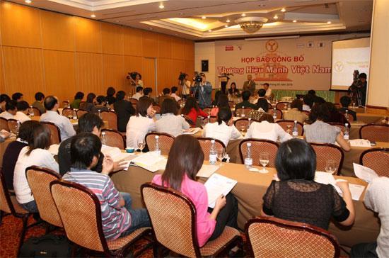 Quang cảnh cuộc họp báo công bố 120 doanh nghiệp đạt giải thưởng Thương hiệu mạnh Việt Nam - Ảnh: Mạnh Thắng.