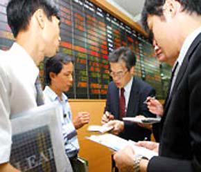 Nhà đầu tư nước ngoài giảm mua, tăng bán.
