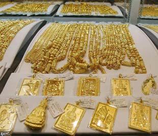 Với việc giá vàng thế giới phục hồi mạnh ngày hôm qua, khoảng cách giữa giá vàng trong nước và thế giới hiện đã được rút xuống đáng kể - Ảnh: AP.