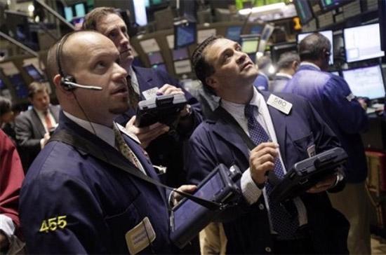 Chỉ số S&P 500 đã chấm dứt chuỗi 6 phiên tăng điểm liên tiếp - Ảnh: AP.
