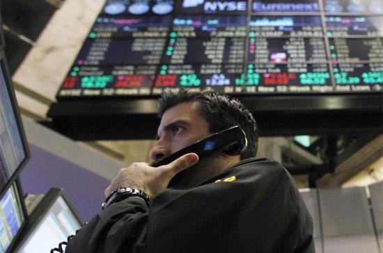 Nhìn chung, sau khi thị trường tăng 2,3% vào tuần trước thì bước vào phiên đầu tuần, hoạt động chốt lời diễn ra mạnh mẽ - Ảnh: Reuters.