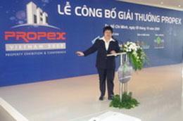 Bà Đỗ Thị Loan, Tổng thư ký Hiệp hội Bất động sản Tp.HCM cập nhật thông tin về Propex Vietnam 2009.