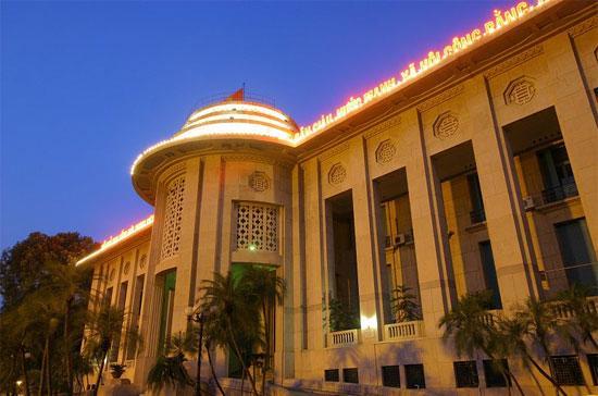 Trụ sở Ngân hàng Nhà nước tại Hà Nội. Tân Thống đốc Nguyễn Văn Bình đã đăng đàn nói về định hướng kéo lãi suất cho vay về 17% - 19%/năm trong tháng 9 tới.
