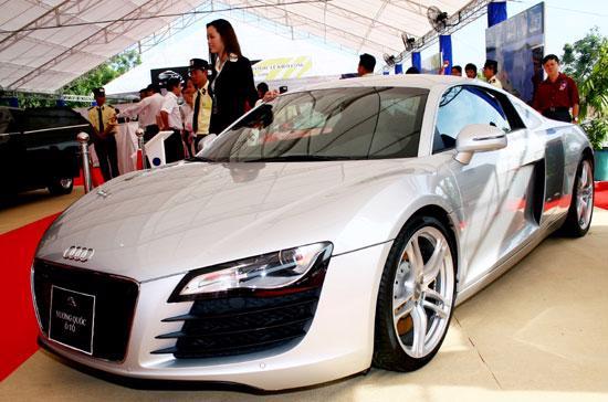 Hiện tại, giá bán lẻ các loại ôtô nhập khẩu nguyên chiếc đã đồng loạt tăng cao và việc thị trường sụt giảm là khó tránh khỏi - Ảnh: Doãn Khuê.