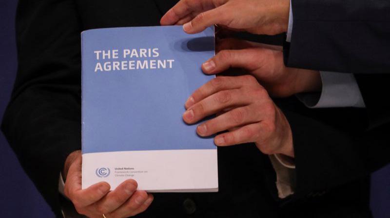 Ông Trump lần đầu tuyên bố ý định rút Mỹ khỏi Hiệp định Paris vào tháng 6/2017 với lý do thỏa thuận này gây cản trở phát triển kinh tế - Ảnh: Reuters.