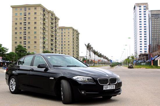 BMW 528i có gì khác biệt? - Ảnh: Bobi.