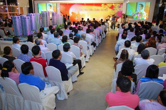 Các kiều bào tham dự buổi gặp gỡ đầu xuân 2010 tại Tp.HCM.