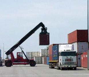 Trong hai tháng đầu năm, xuất siêu đạt 290 triệu USD, bằng 3,6% kim ngạch xuất khẩu.