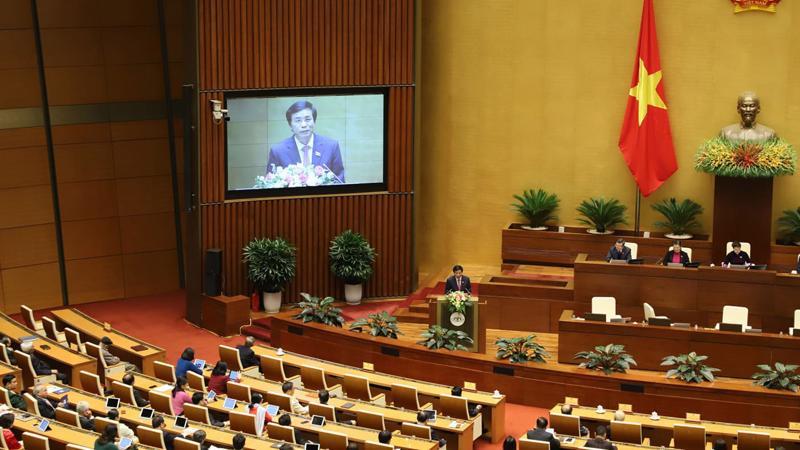 Tổng thư ký Quốc hội Nguyễn Hạnh Phúc trình bày dự thảo Nghị quyết chung của kỳ họp - Ảnh; Quang Phúc
