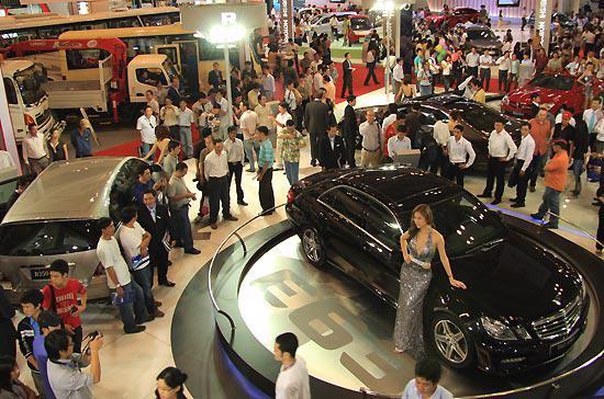 """Vietnam Motor Show 2009, cuộc """"trình diễn"""" lớn nhất trong năm của các nhà sản xuất ôtô Việt Nam - Ảnh: Đức Thọ."""