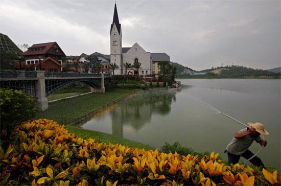 Trong khi dư luận chưa kịp kết thúc cuộc tranh cãi về ngôi làng kiểu Áo thì Trung Quốc đã kịp tung ra một ngôi làng mới, theo phong cách Italy.