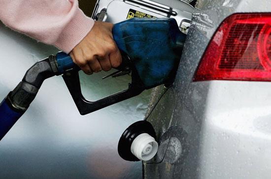 Giá xăng, dầu biến động dữ dội.