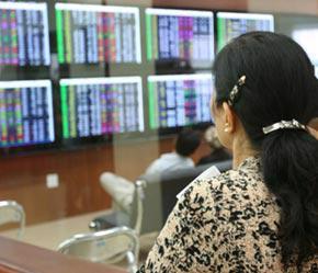 Phần lớn lượng vốn đổ vào thị trường của nhà đầu tư cá nhân trong thời gian qua và hiện nay là từ tích lũy tiết kiệm - Ảnh: Mạnh Thắng.