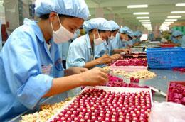 Việt Nam hiện có hơn 1,2 triệu người tham gia thị trường lao động mỗi năm - Ảnh: Việt Tuấn.