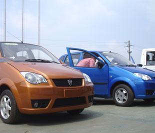 Hai mẫu xe hơi đầu tiên mang thương hiệu Vinaxuki sẽ sánh vai cùng những mẫu xe nổi danh trên thế giới - Ảnh: Đức Thọ