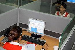 Trung tâm này sử dụng công nghệ Contact Center, tạo kênh giao tiếp đa phương tiện, gồm các phương thức tương tác với khách hàng qua điện thoại, email, webchat…