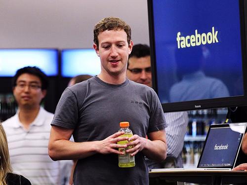 Mark Zuckerberg mặc gần như giống hệt nhau mỗi ngày - Ảnh: CNN.<br>