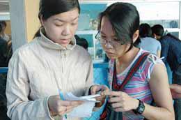 Từ 1/6 đến 15/8, với mỗi giấy báo thi, học sinh sẽ được mua 2 vé giảm giá khứ hồi.