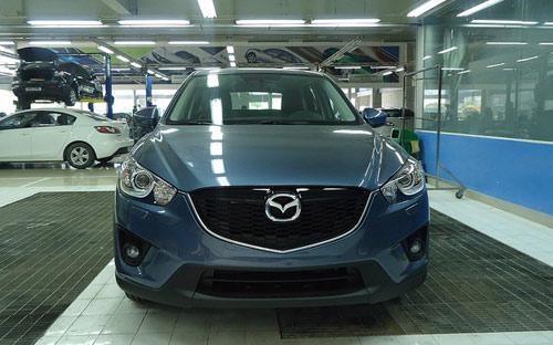 """Mẫu Mazda CX5 với """"bộ cánh"""" xanh xám mới được VinaMazda tung ra thị trường.<br>"""