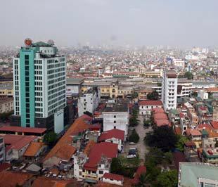 Một khó khăn với công tác thu hồi đền bù đất hiện nay, theo báo cáo của IFC, là có sự chênh lệch lớn về giá đất trước và sau khi đền bù - Ảnh: Việt Tuấn.