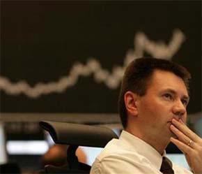 Các nhà đầu tư nước ngoài đã rót khoảng 4 tỷ USD vào thị trường chứng khoán Việt Nam - Ảnh: Reuters.
