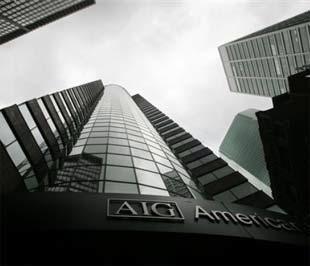 """Thị trường vàng """"bồn chồn"""" trước việc có nguồn tin cho hay hãng bảo hiểm khổng lồ AIG của Mỹ vừa được Chính phủ nước này bơm thêm cho 30 tỷ USD thông qua một nỗ lực giải cứu khẩn cấp - Ảnh: AP."""