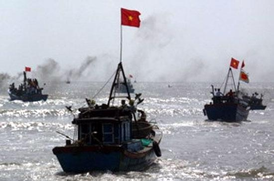 Ngày 1/6, tàu quân sự của Trung Quốc đã dùng súng uy hiếp tàu cá PY 92305 TS của ngư dân tỉnh Phú Yên.