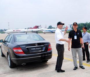 Chuyên gia quốc tế hướng dẫn kỹ năng lái cho các học viên trong chương trình tổ chức năm 2007 tại Tp.HCM.