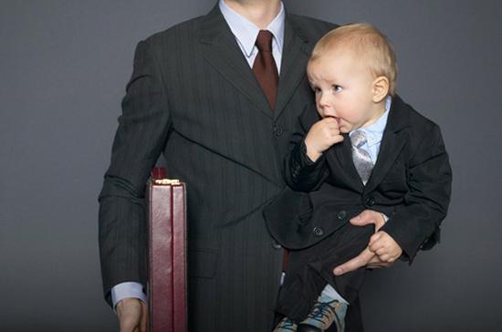 Nhiều ông bố là doanh nhân muốn con cái kế tục sự nghiệp của mình - Ảnh: CNBC.