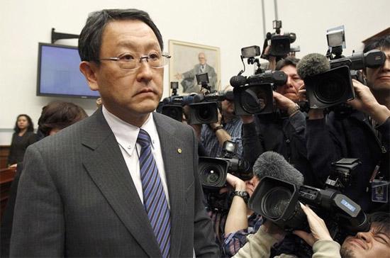 Chủ tịch Toyota, ông Toyoda. Theo tờ Wall Street Journal, ông Toyoda sẽ xuất hiện trong một cuộc họp báo diễn ra tại Bắc Kinh vào tối 1/3 để trấn an dư luận trước những lo ngại gia tăng về chất lượng xe của hãng - Ảnh: Reuters.