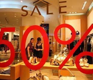 Theo quy luật hàng năm, trong hai tháng cuối năm, sức mua xã hội sẽ tăng cao - Ảnh: Việt Tuấn.