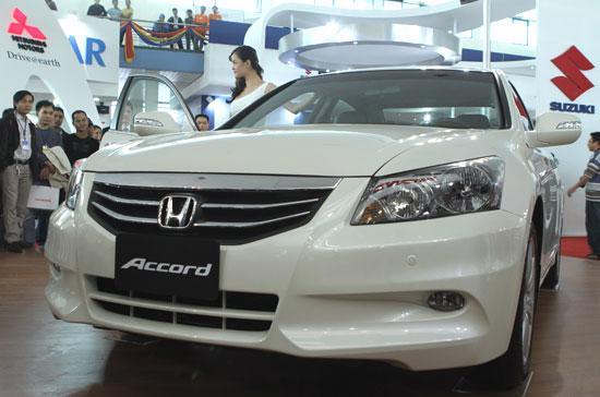 Honda Accord tạo được sức hút đáng kể khi có mặt tại Vietnam Motor Show 2010 - Ảnh: Bobi.