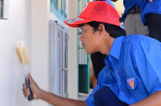 Sơn TOA Việt Nam cùng các tình nguyện viên của chiến dịch Mùa hè xanh 2011 vẽ nên thế giới tuổi thơ xinh đẹp cho các em ngay tại chính ngôi trường thân yêu của mình.