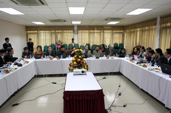 """Với chủ đề """"Doanh nghiệp nhận định kinh tế 2010"""", chương trình có sự tham gia của lãnh đạo các doanh nghiệp đại diện cho các lĩnh vực sản xuất, xuất nhập khẩu, thương mại dịch vụ, tài chính, bất động sản..."""